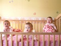 Лозница помаже треће дете